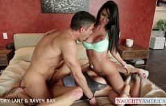 Doua femei calaresc rau un barbat