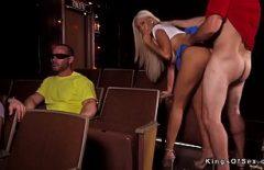 Sex in cinema inainte sa il inchida pentru covid
