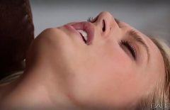 Se Masturbeaza Acasa Si Nu Mai Poate De Placere