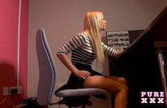 Secretara Lavinia Face Sex Cu Un Barbat De La Deratizare
